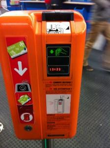 Metro bileti onaylatma makinası