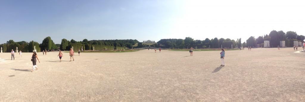 Sarayın Ön Bahçesi