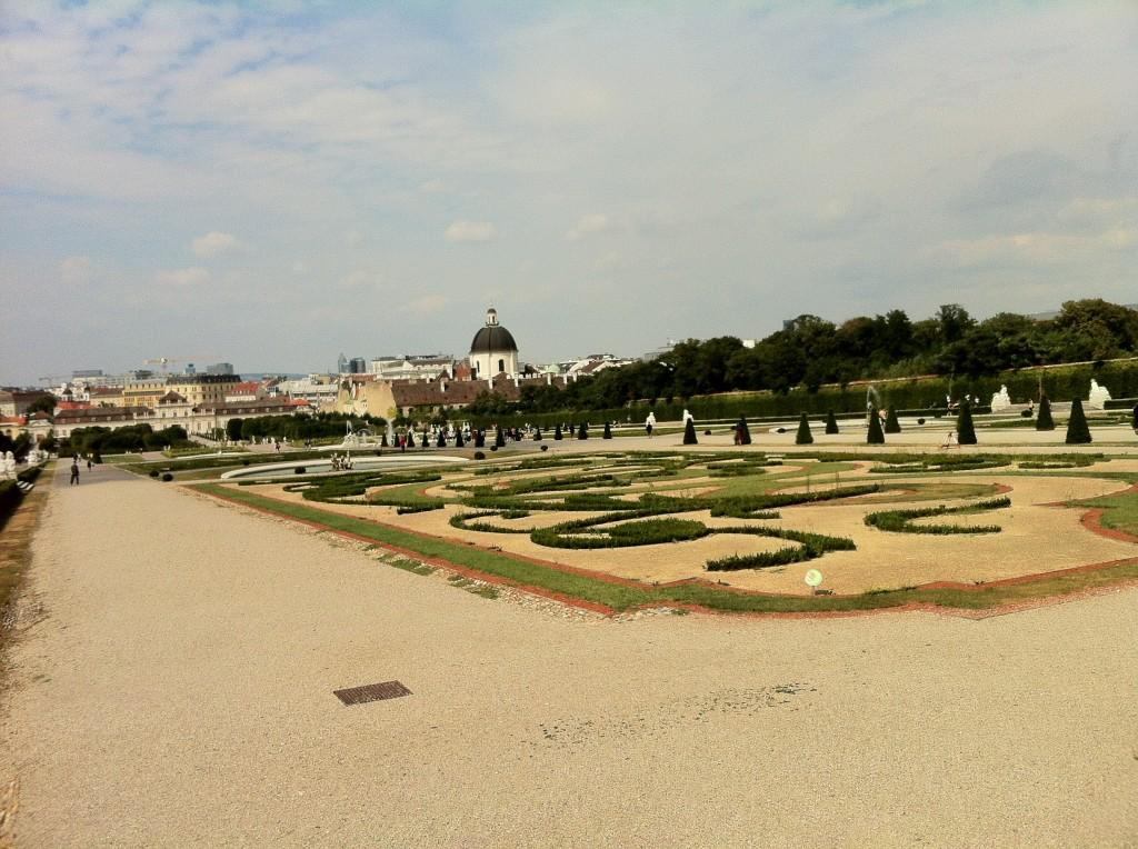 Aşağı ve Yukarı Belvedere'nin arasındaki bahçe