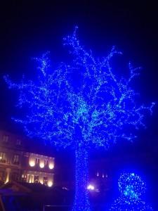 Gutenberg Meydanı'na kurulan ışıklı ağaç