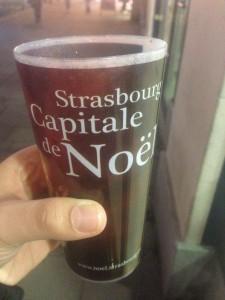 Sıcak Şarap için Yapılmış, Üzerinde Strasbourg Capitale de Noel(Noel'in Başkenti Strazburg) Bardaklar