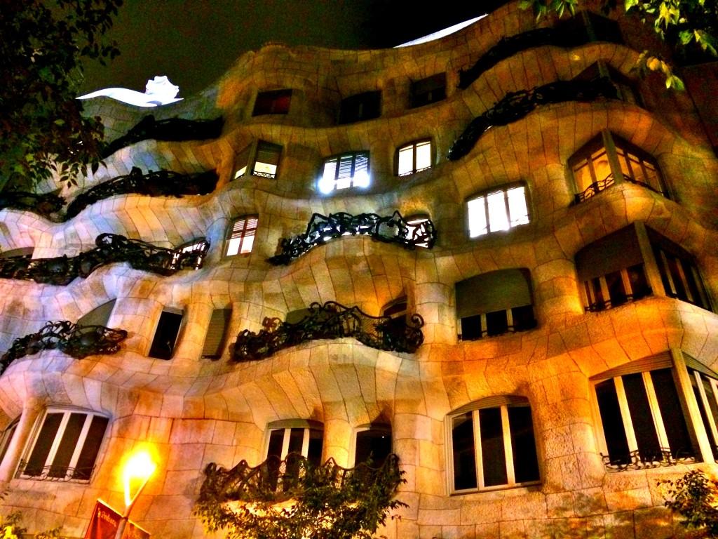 Casa Milà'nın dışarıdan görünümü