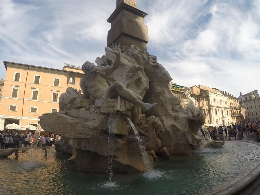 Dört Nehir Çeşmesi (Fontana dei Quattro Fiumi)