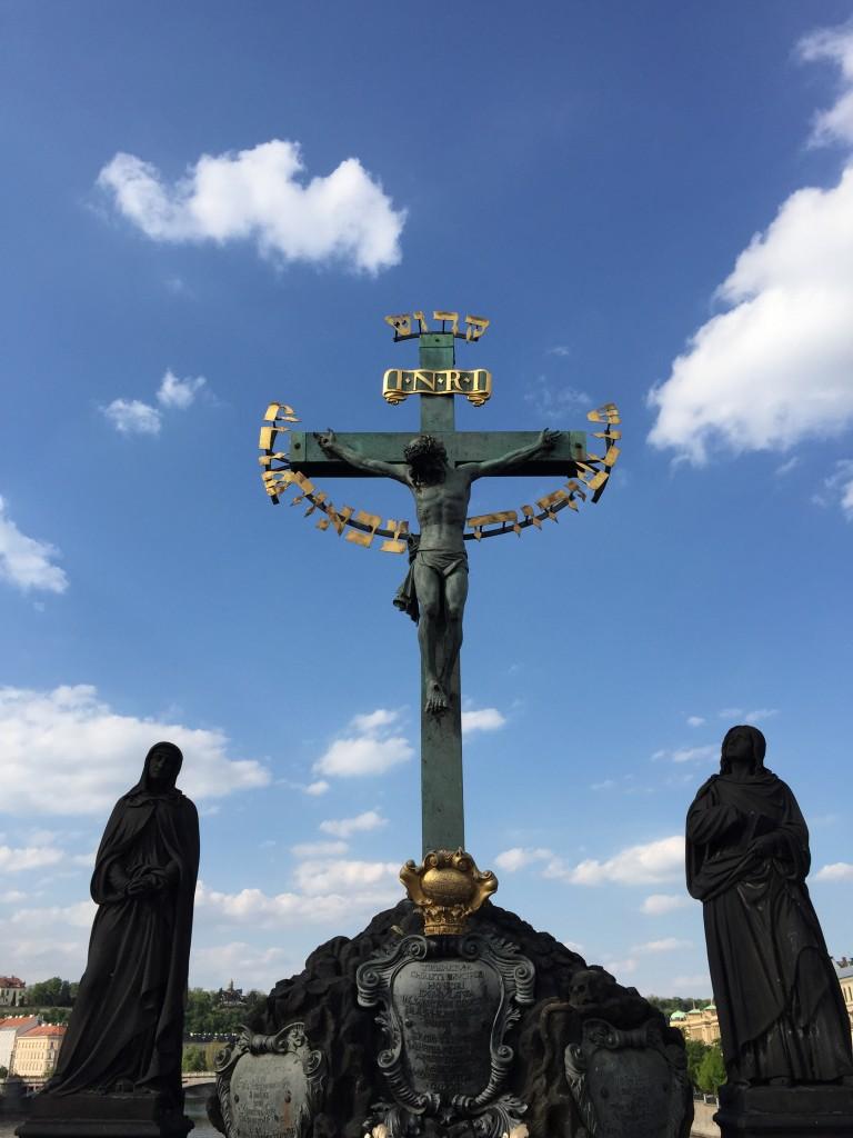 Kutsal Haç ve Üzüntü Heykeli
