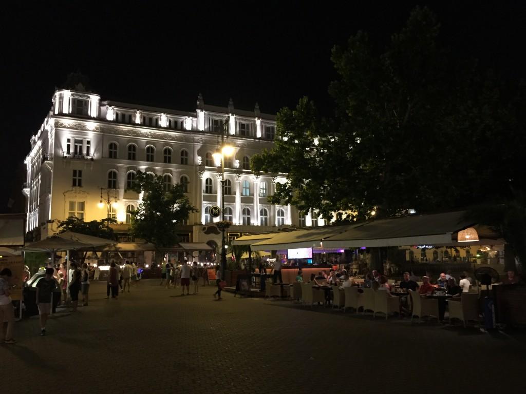 Vörösmarty Meydanı(Vörösmarty tér)