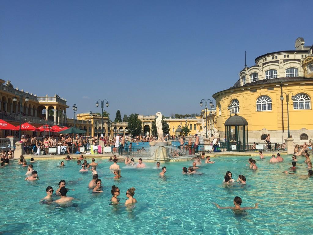 Széchenyi Termal ve Yüzme Havuzu (Széchenyi Gyógyfürdő és Uszoda)