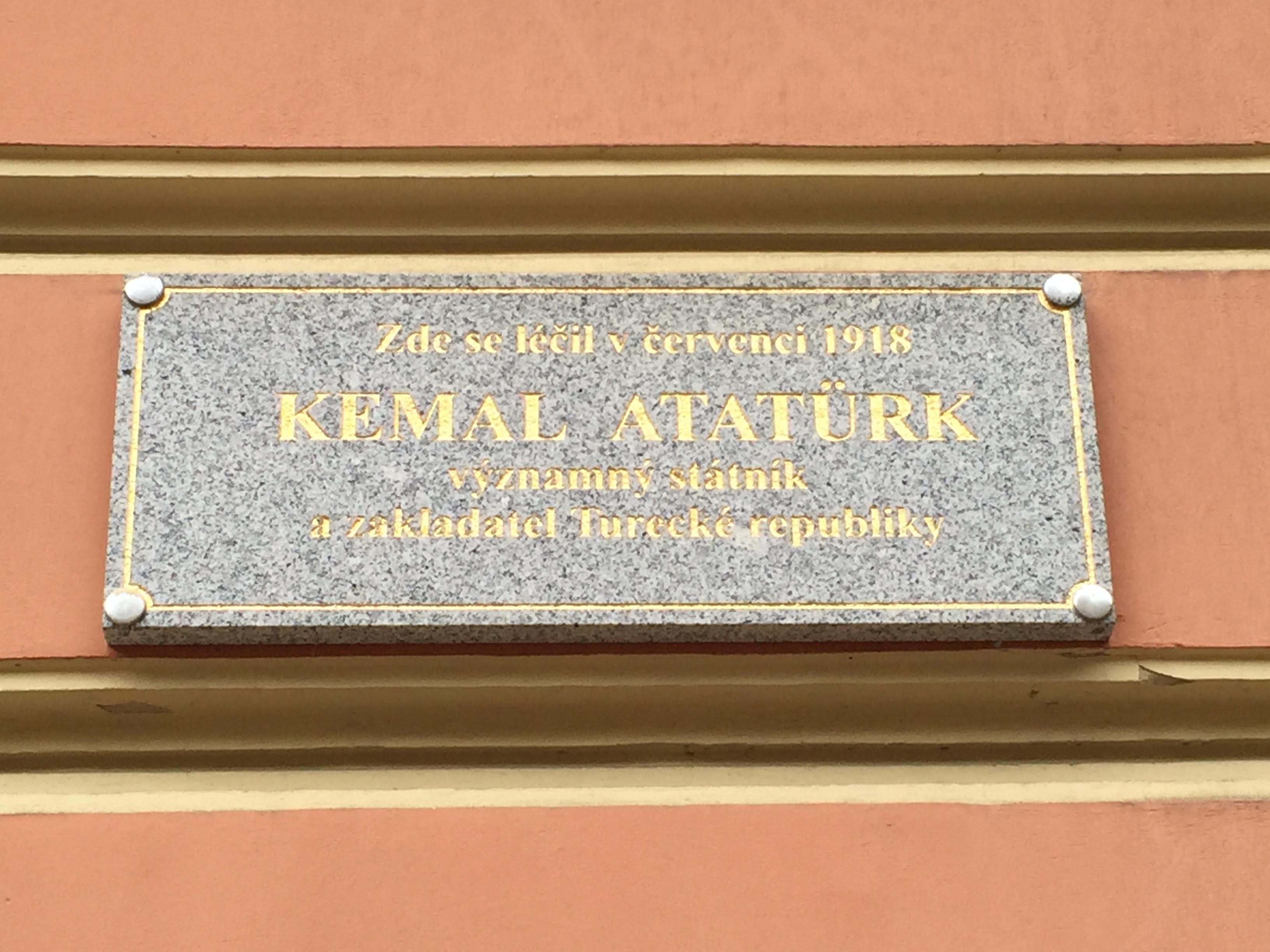 Atatürk'ün burada kaldığını yazan tabela