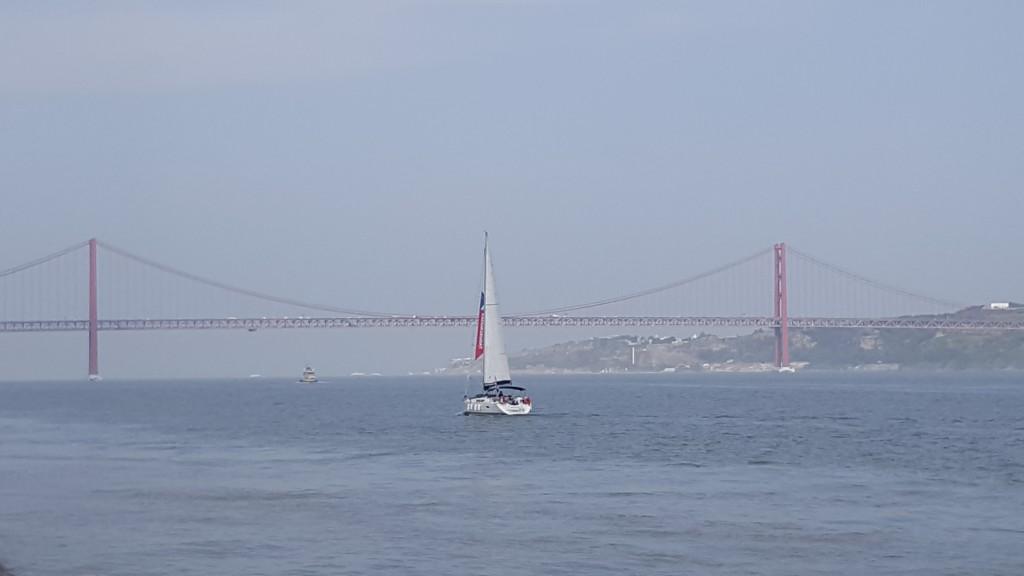Tejo Nehri ve 25 Nisan Köprüsü