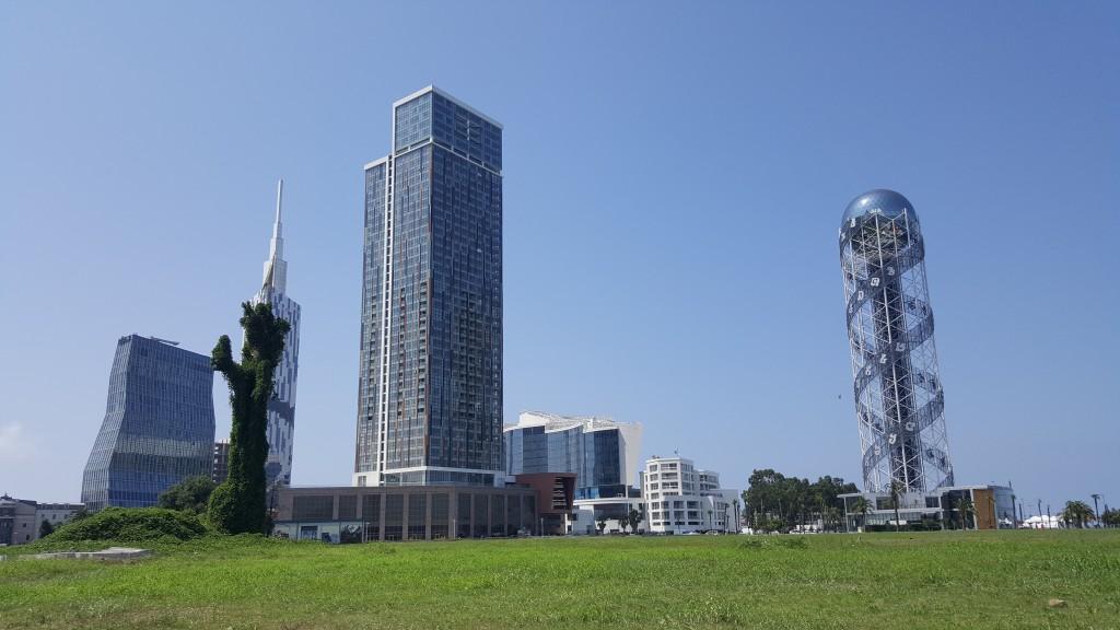 Sağdaki Alfabe Kulesi
